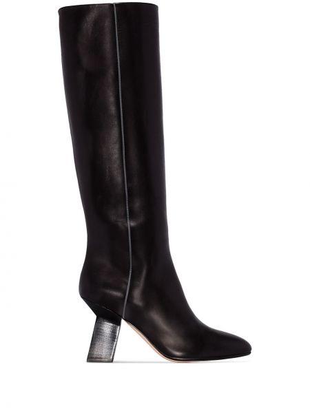 Прямые черные сапоги без каблука с острым носом до середины колена Alchimia Di Ballin