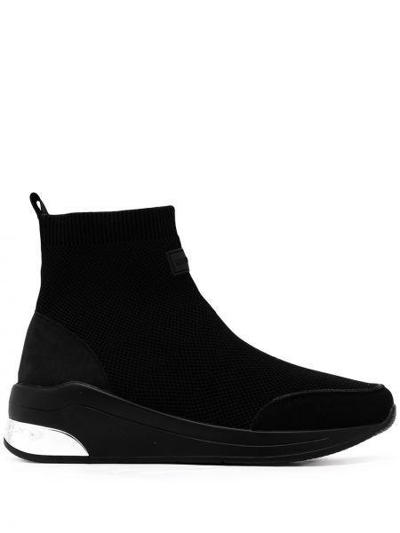 Czarne sneakersy na obcasie z siateczką Carvela