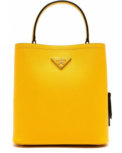 С ремешком желтая кожаная сумка шоппер Prada