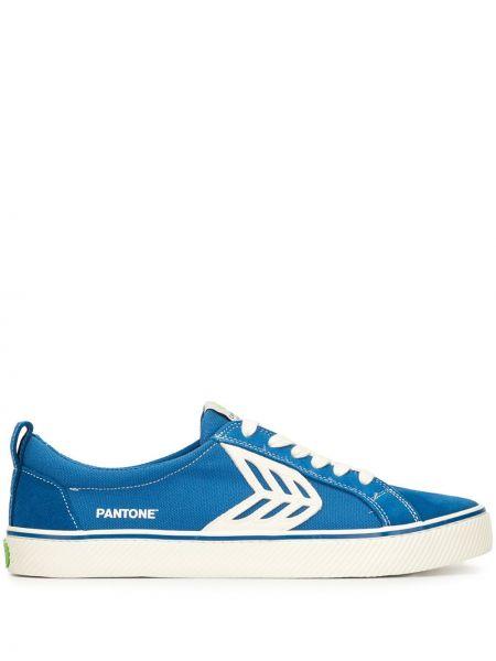 Klasyczne niebieskie sneakersy sznurowane Cariuma