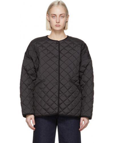 С рукавами черная стеганая длинная куртка TotÊme