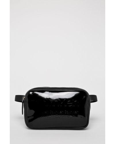 Черная поясная сумка с помпоном Calvin Klein