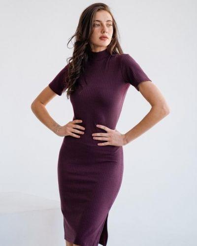 Бордовое трикотажное платье в рубчик G&m