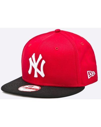 Красная шляпа New Era