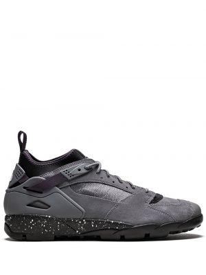 Кожаные кроссовки на шнурках на каблуке Nike