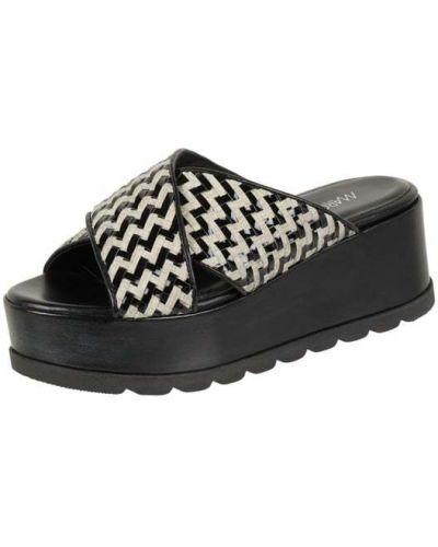 Czarne klapki na platformie w paski Marc Cain Bags & Shoes