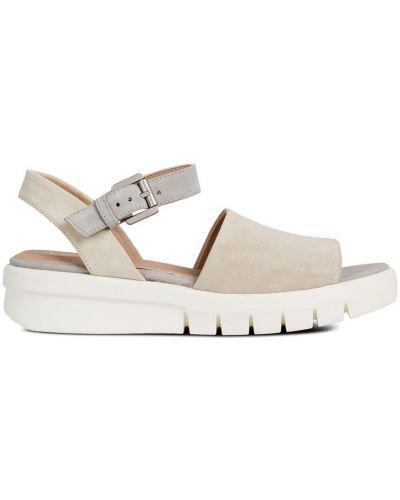 Бежевые сандалии на каблуке Geox