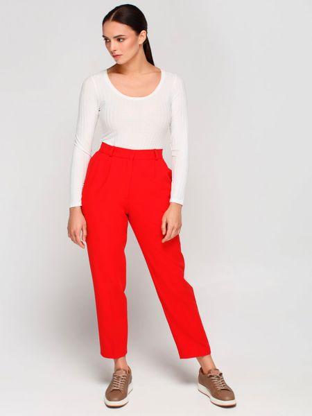 Красные брюки Must Have