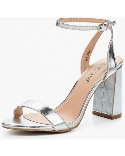 Босоножки на каблуке серебряного цвета Tulipano