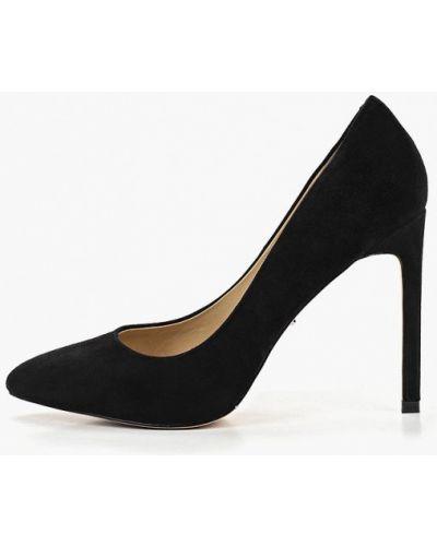 Туфли на каблуке замшевые закрытые Vitacci
