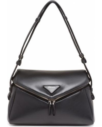 Черная кожаная сумка Prada