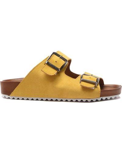 Kapcie na obcasie - żółte Trendyol