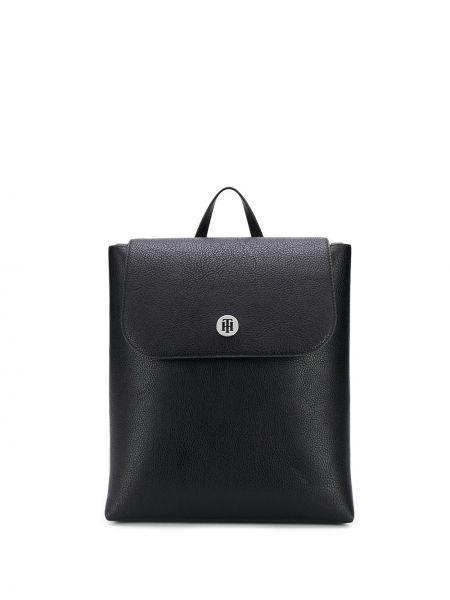 С ремешком черная сумка на плечо квадратная на бретелях Tommy Hilfiger