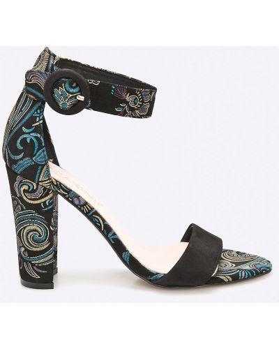 Черные туфли Carinii
