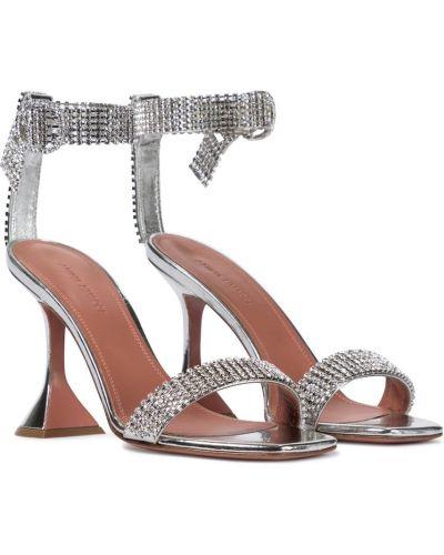 Серебряные кожаные сандалии с камнями Amina Muaddi