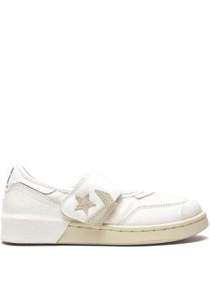 Белые со звездами кроссовки Converse