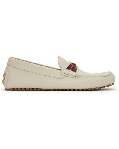 Białe loafers skorzane w paski Gucci
