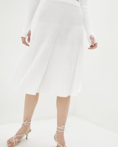 Расклешенная белая вязаная юбка миди Sewel