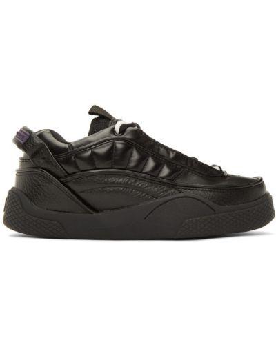 Czarny skórzane sneakersy perforowany z łatami na sznurowadłach Eytys