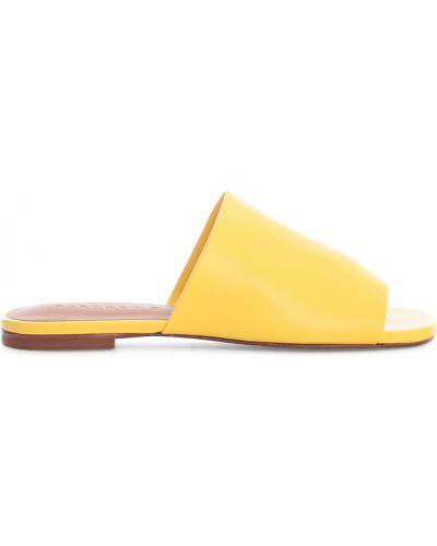Żółte kapcie Clergerie