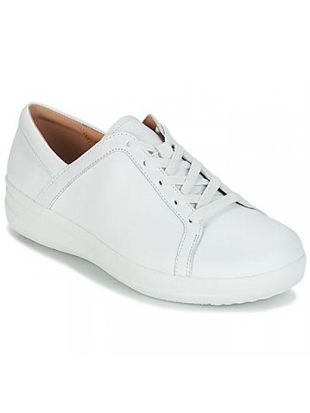 Białe sneakersy sznurowane koronkowe Fitflop