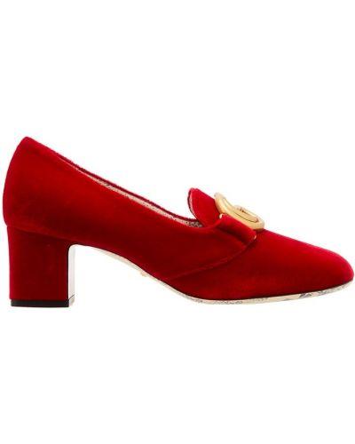 Туфли на каблуке с принтом бархатные Gucci
