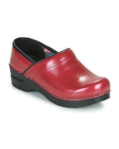 Czerwone chodaki Sanita