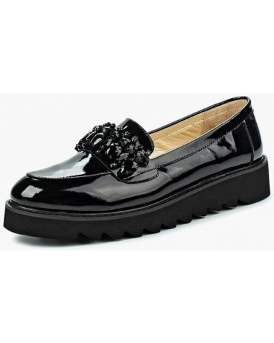 Лоферы на каблуке лаковые Vitacci