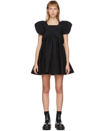 Czarna sukienka mini rozkloszowana z długimi rękawami Shushu/tong