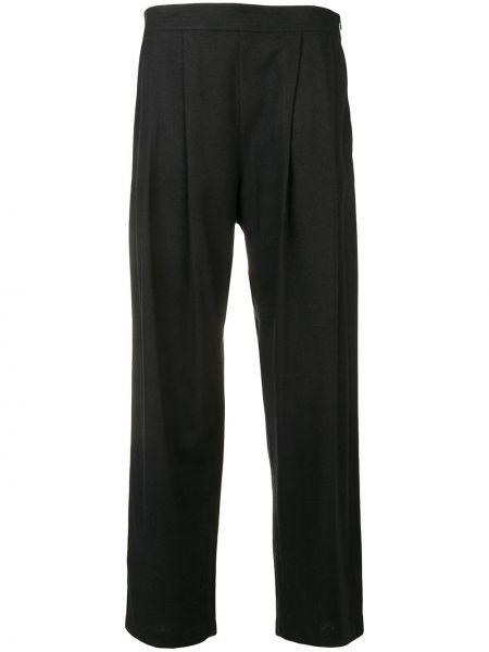 Черные плиссированные укороченные брюки с карманами с высокой посадкой Rodebjer