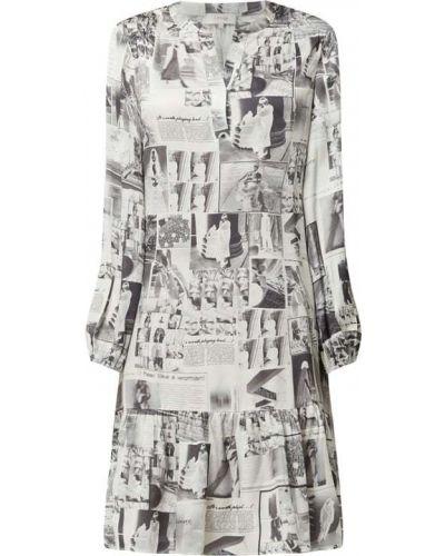 Sukienka rozkloszowana z falbanami z długimi rękawami Levete Room