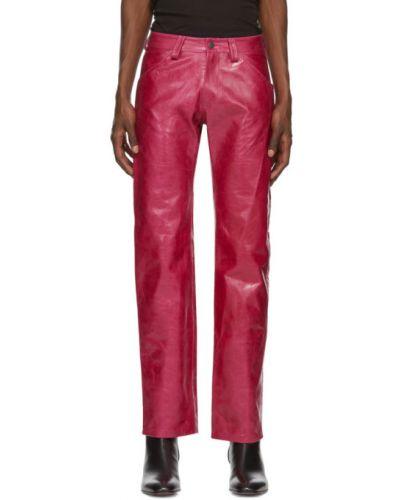 Różowy garnitur skórzany z paskiem Mowalola