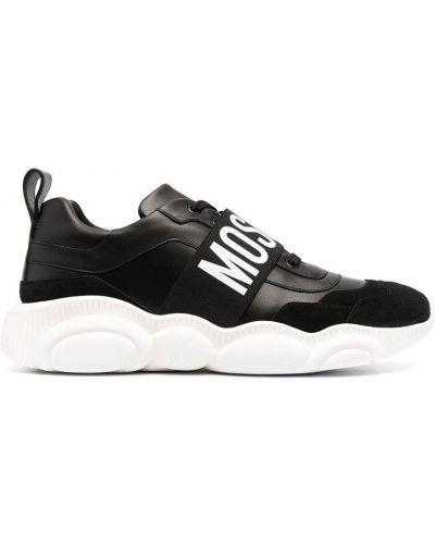 Białe sneakersy zamszowe w paski Moschino