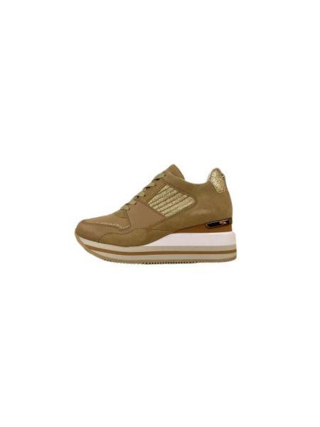 Beżowe sneakersy Apepazza