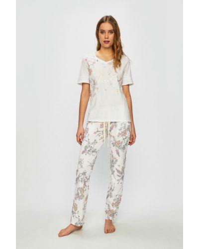Пижама с карманами белая Triumph