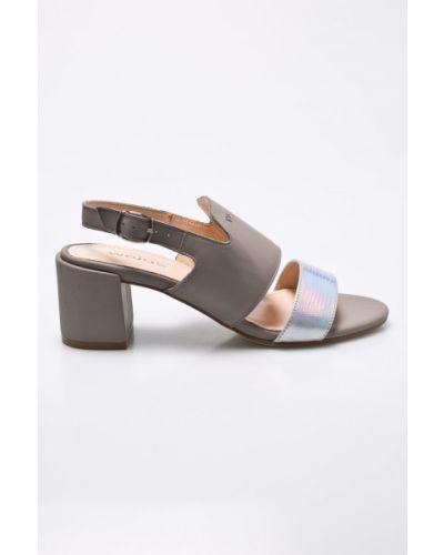 Сандалии кожаный на каблуке Wojas
