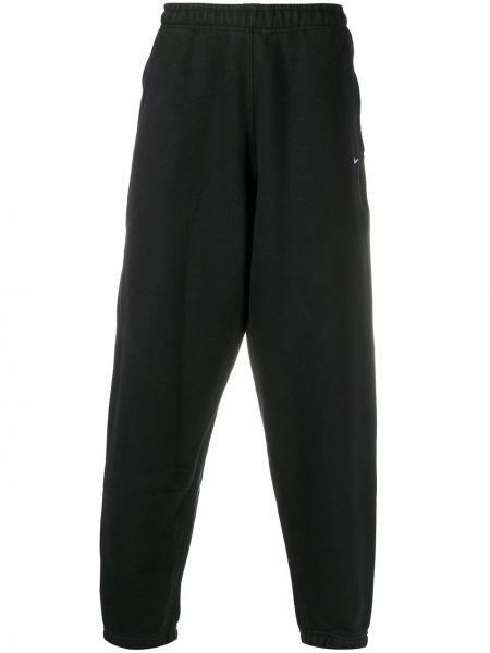 Czarny joggery z kieszeniami z haftem z mankietami Nike