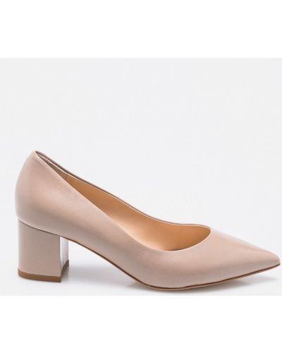 Бежевые туфли Solo Femme