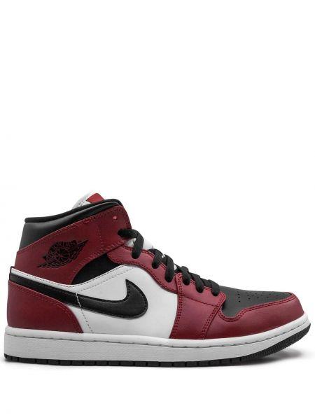 Красные нейлоновые кроссовки на шнуровке Jordan