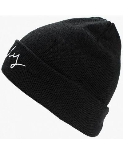 Черная шапка осенняя Pieces