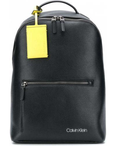 Черный рюкзак на бретелях с карманами на молнии Calvin Klein