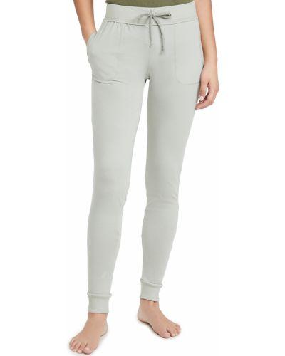 Зауженные кожаные брюки на резинке Skin