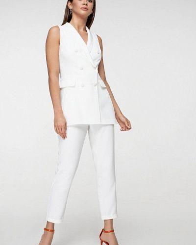 Облегающий белый брючный костюм Itelle