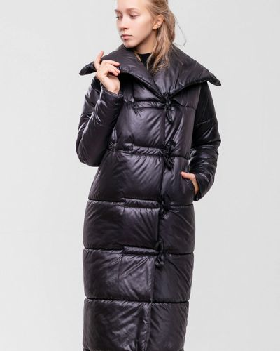 Черная куртка Sfn