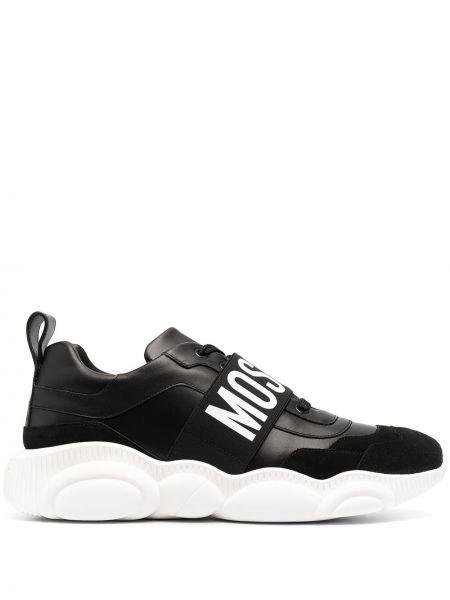 Skórzany czarny sneakersy z łatami Moschino