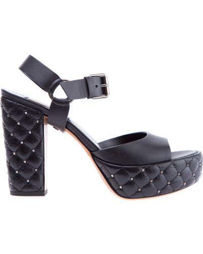 Босоножки на каблуке кожаный с шипами Valentino