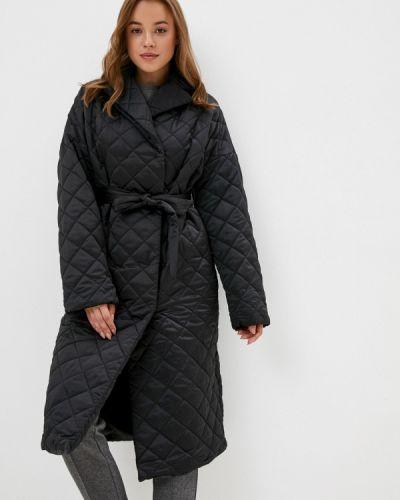 Теплая черная утепленная куртка Zarina