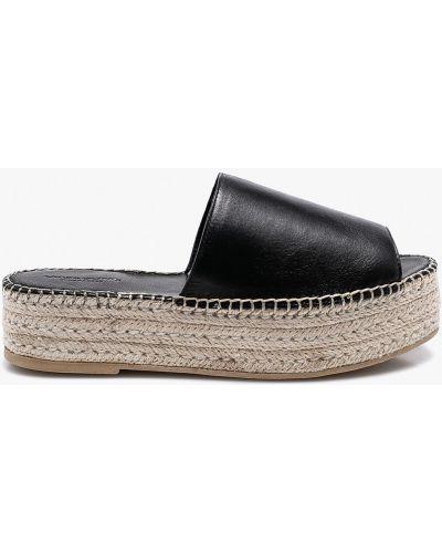 Черные сандалии на танкетке Vagabond
