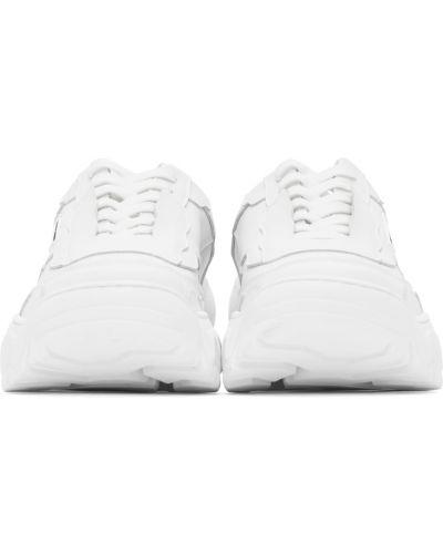 Białe sneakersy na obcasie Rombaut