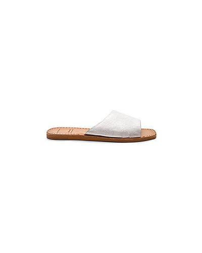 Шлепанцы кожаные серебряного цвета Dolce Vita